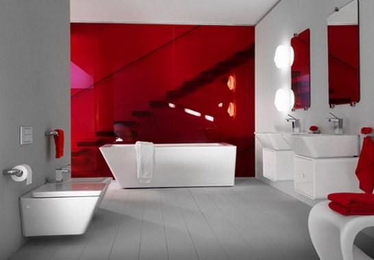 Pintar colores intensos en paredes de baños