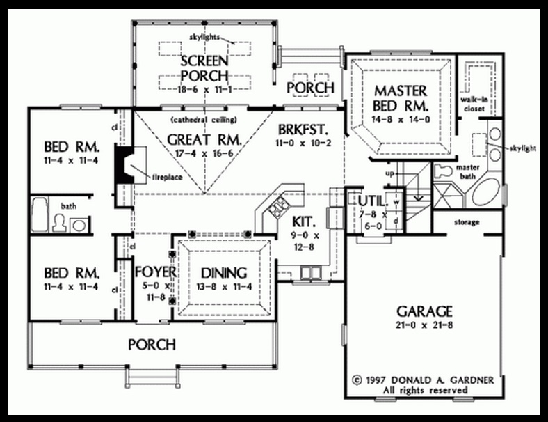 Plano de casa de campo grande con 3 dormitorios for Planos de casas de campo de 3 dormitorios