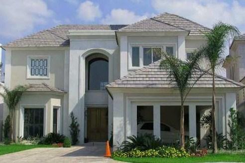 Fachadas de casas con molduras modernas