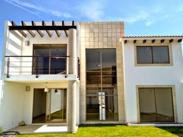 Fachadas de casas con muros de cantera