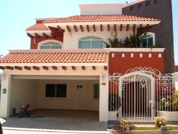Fachadas de casas con rejas coloniales