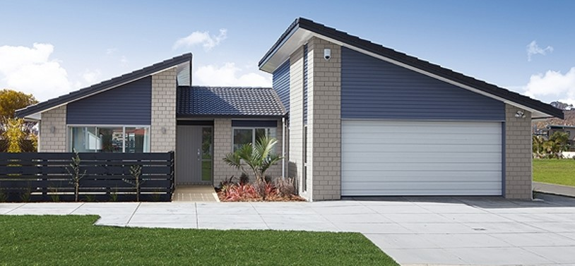 plano de casa moderna con frente amplio
